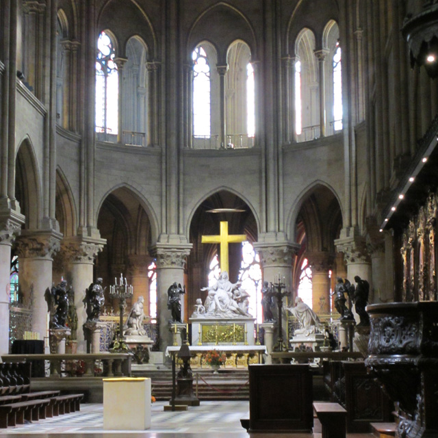 Notre-Dame's high altar with the kneeling statues of Louis XIII and Louis XIV