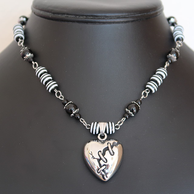 Broken Heart Necklace & Earrings Set (Black Onyx, Striped Resin)