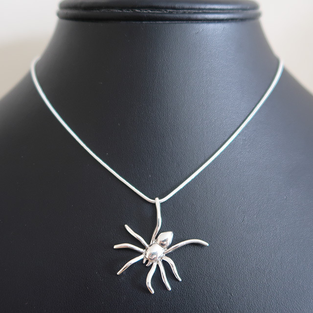 Hanging Spider Pendant (925 Sterling Silver)